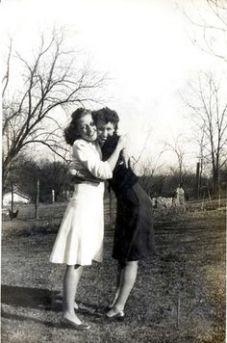 f556ec090e2ad64b9b2cfd945dca3beb--vintage-lesbian-old-photos
